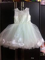 Детское нарядное  платье Лепески роз  на 3-4 года
