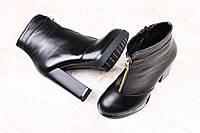 Осенние ботинки, черные кожаные на толстом устойчивом каблуке с оригинальным замочком посредине