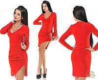 Короткое платье  с глубоким декольте красное