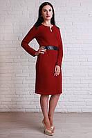Модное женское платье бордового цвета с вставками из эко-кожи