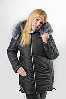 Зимняя женская куртка черного цвета.