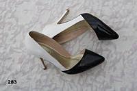 Туфли лодочки женские лаковые черно-белые