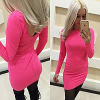 Розовое короткое платье с открытой спиной