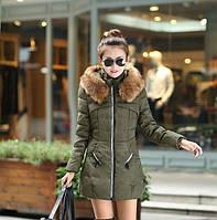 Молодежная куртка с мехом енота на молнии