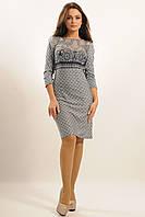 Облегающее женское платье из трикотажа.