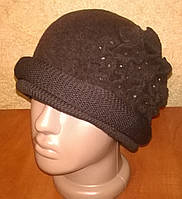 Коричневая красивая женская шапочка из мягкого фетра