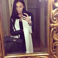 Женское белое пальто с черными кожаными рукавами
