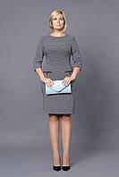 Классное деловое платье приталенного фасона с четвертным рукавом