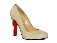 Женские лаковые туфли-лодочки на клиновидном каблуке  (бежевые)