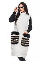 Стильный белый жилет с меховыми карманами Полина 44-52 размеры