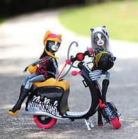 Куклы Монстер Хай Веркошки Мяулодия и Пурсефона на скутере Monster High Werecats Sisters and Scooter