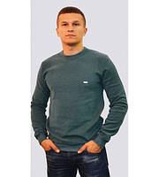 Однотонный мужской свитер зелёного цвета