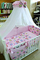 """Полный комплект в детскую кроватку из 8 предметов для девочки  """"Цветные совы  с розовым горошком"""""""