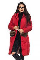 Зимняя красная куртка с меховым декором на карманах и капюшоне  Эля 44-52 размеры
