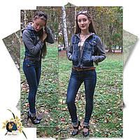 Джинсы женские зауженные классические с ремнём Version тёмно-синего цвета.