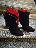 Стильные ботиночки на каблуке с красной подошвой. Натуральный замш+кожа, внутри на байке. Каблук 10см.