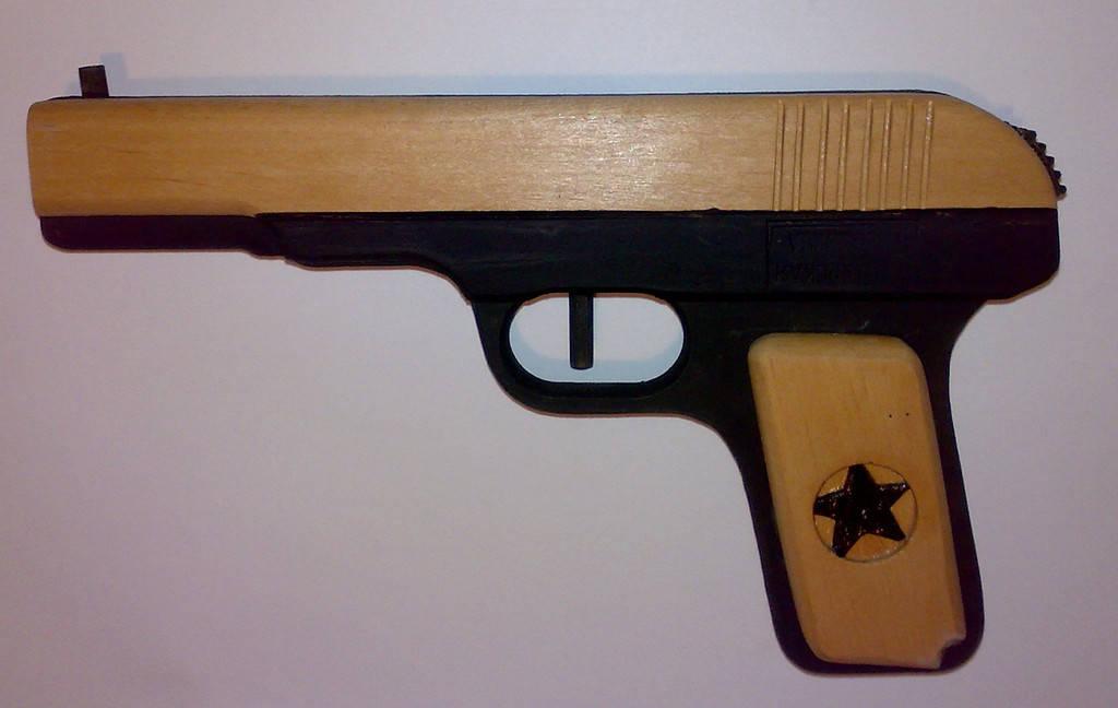 Как сделать из дерева пистолет легкий Lucky Car