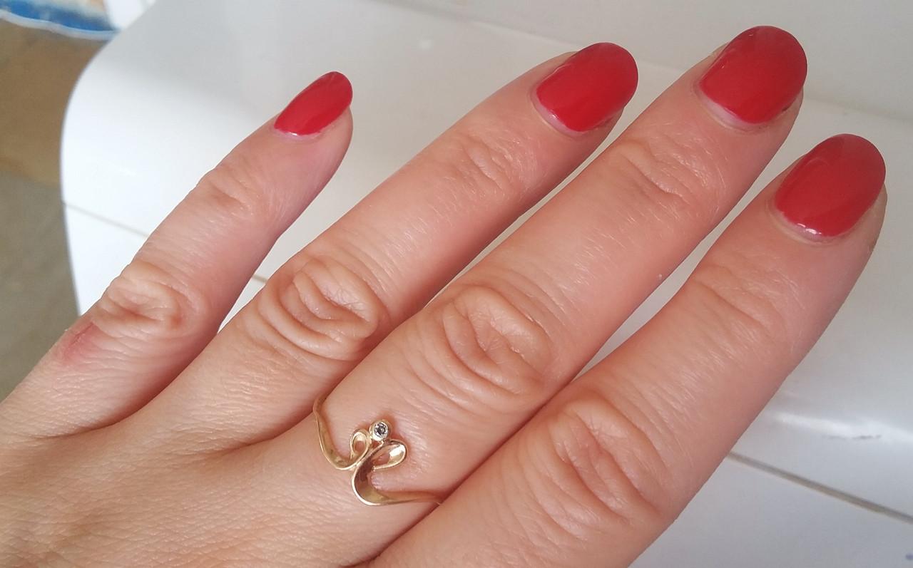 Золотое кольцо с камнем, золото 585 проба. Кольцо Кобра, очень интересное и стильное. Вес 1,19 г. Диаметр 18