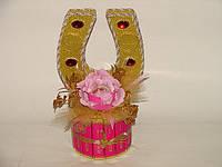 Новогодняя подкова из конфет(розовая)
