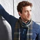 Стильный мужской шарф в клетку с бахромой