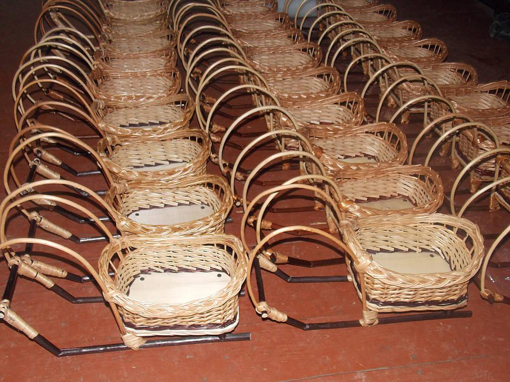 Плетение корзинки подарочные САНКИ по одинаковим размерах и большом количестве