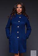 Оригинальное пальто в крапинку, спереди застегивается на пуговицы золотого цвета. Есть два кармашка о бокам.