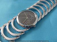 Женские часы Calvin Klein B37 114392 диаметр 3 см серебро с черным циферблат без цифр металлический браслет
