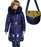 Теплое пальто для девочек, примерно 6-11 лет. На капюшоне красивый, натуральный мех, который отстегивается. По
