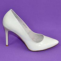 Туфли женские белые лаковые на шпильке. В наличии 35-40 размеры