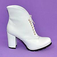 Женские демисезонные белые кожанные ботинки на каблуке. В наличии 36-40 размеры