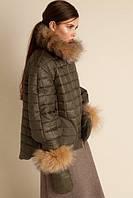 Короткая стеганая куртка с мехом енота