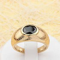 002-1820 - Кольцо с чёрным фианитом и тиснением Versace позолота, 18.5 р.