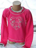 Яркая детская кофточка розового цвета с сердечком