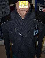 Мужской свитер декорирован эко кожей