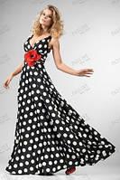 Длинное  платье  в горох с глубоким вырезом декольте