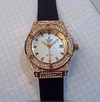 Женские часы Hublot Geneve Big Bang King 882888 114393 золотистые с белым циферблатом и календарем