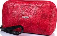 Яркая женская кожаная косметичка с тиснением в виде цветов DESISAN SHI064-500 красный