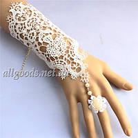Перчатки с кольцом. Белые и черные
