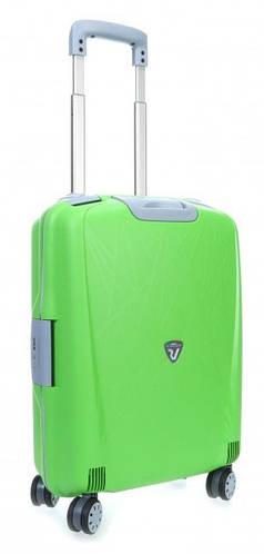 Яркий практичный пластиковый чемодан 30 л. Roncato Light 500714/57 салатовый