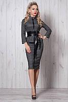 Элегантный деловой костюм из теплой костюмной ткани с кожаным поясом