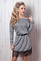 Теплое молодежное платье из мягкого трикотажа низ украшен гипюром с карманами