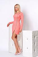 Милое трикотажное платье в персиковом цвете модного кроя с пуговичками