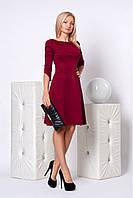 Элегантное офисное платье в бордовом цвете  со слегка расклешенной юбкой