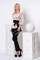 Строгий брючный костюм с элегантной блузой декорирована басской и складками