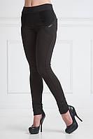 Стильная модель лосин в черном цвет на байке с функциональными задними карманами