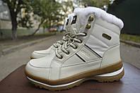Женские ботинки спортивные на меху зима