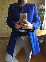 Женское пальто на пуговицах без воротника