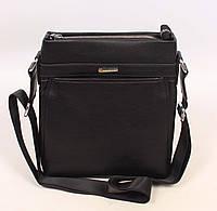 Черная мужская сумка прямоугольной формы