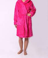 Яркий женский махровый халат розового цвета на запах
