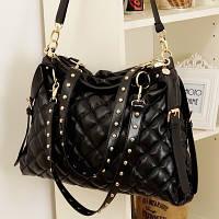 Черная стеганая женская сумка на плече
